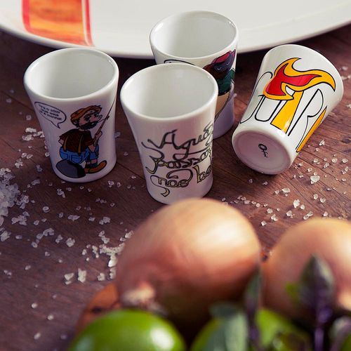 oxford-porcelanas-copo-tematico-conjunto-cachaca-01